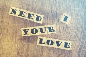 ביקורתיות שיפוטיות ביקורת עצמית ואהבה