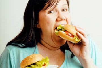 אכילה רגשית ואכילת לילה – איך להתמודד באופן טבעי